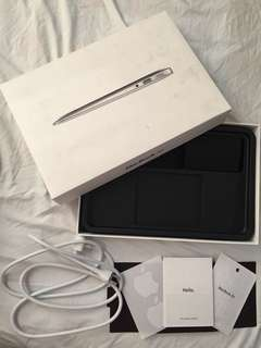 MacBook Air 11-inch BOX and Accessories