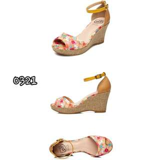 HELLO KITTY SHOES