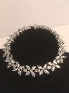 Stunning 925 silver Zirconia bracelet