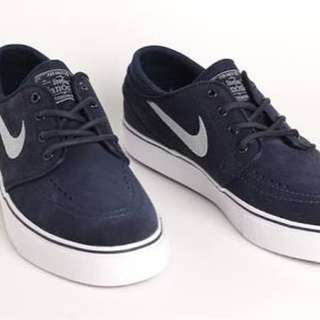 Stefan Janoski obsidian GS-size : 5.5y ( fit 6.5-7 womens ) AND 3.5y ( fit 4.5-5 womens )