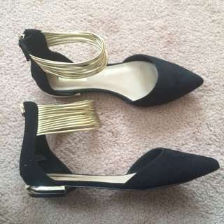 FOREVER 21 Woman's Pointed Toe Black Flats Size 6.5