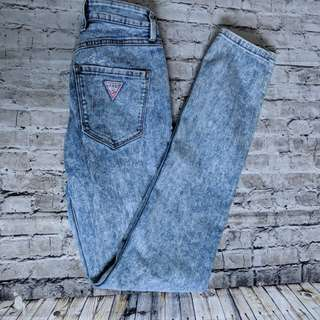 Guess 1981 Skinny jeans in Stone acid wash. Sz 25 D06
