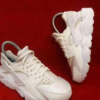 Auth Nike Huarache Triple White Sz 6US