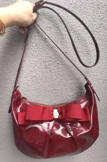 Authentic Ferragamo MISS VARA BOW MINI patent leather shoulder/sling bag
