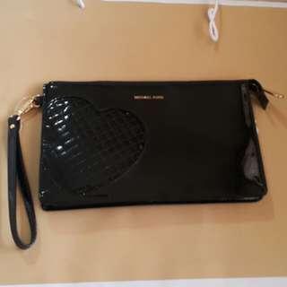 Authentic Michael Kors Daniela Wristlet / Wallet