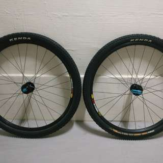 """26"""" Mavic 317 wheelset with DT Swiss 370 Hubs and Kenda Tires"""