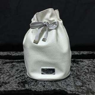 🚚 Dior 晶鑽白束口化妝包/袋