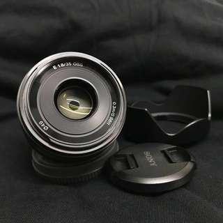 (1 month old) Sony e 35mm f/1.8 OSS lens