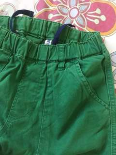 UNIQLO GREEN SHORTS - medium