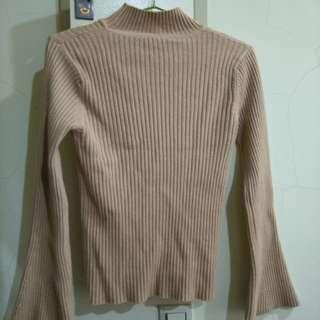🚚 正韓 坑條米裸色喇叭袖小立領針織毛衣