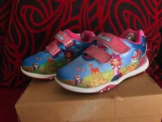 Sepatu anak pink