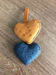 Ostrich skin heart-shaped accessory (mustard and blue)