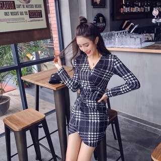 Candy w 現貨❤️交叉低胸格紋印花長袖貼身洋裝
