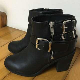 🚚 降價》H&M粗跟扣環短靴
