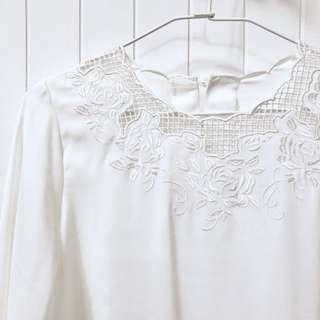 純白鏤空蕾絲小喇叭袖上衣 近全新 Free Size (還有黑的~)