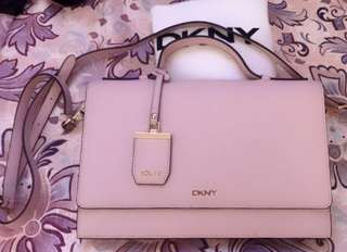 AUTHENTIC DKNY  BRYANT PARK - SAFFIANO (R2617203)