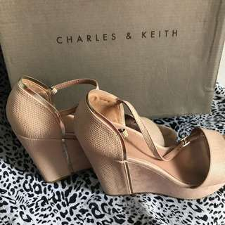 Sepatu Wanita Charles n Keith