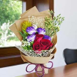 [FREE DELIVERY] Red Roses & 2-tone Purple Eustomas Hand-bouquet (955-RR)
