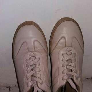 Sepatu sneakers #UBL2018