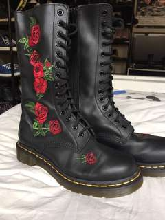 Dr Martens Vonda boots rose embroidery