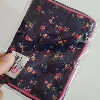 Naraya Cosmetic pouch