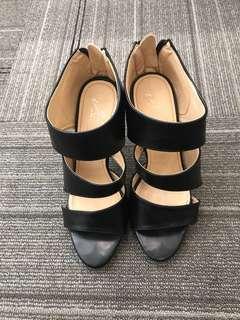 "Pre loved Sexy stylish 4"" high heels"