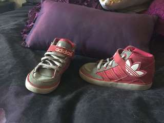 Kids adidas shoes size 7