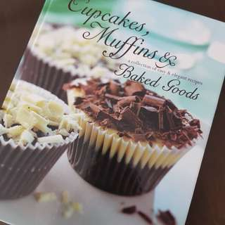 Cook book CUPCAKES MUFFINS &BAKED GOODS