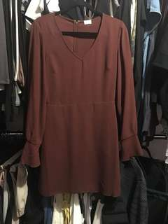 Aritzia Wilfred vneck longsleeve dress