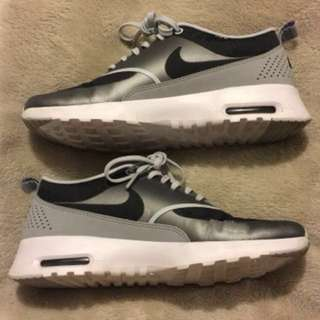 *PRICE DROP* Nike Thea Woman's size 8