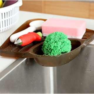 Tempat peralatan cuci piring di dapur berbentuk segitiga - HHM403