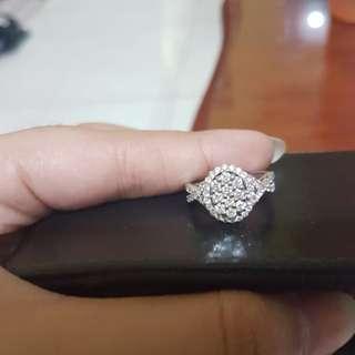 Cincin ovale berlian eropa