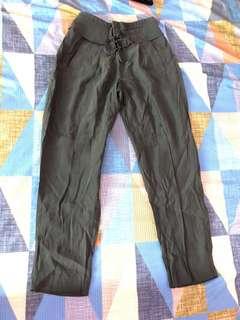 Celana panjang wanita merek H&M Masih Baru