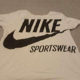 Nike t shirt size medium