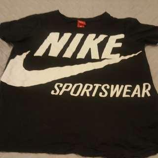 Nike t-shirt size medium