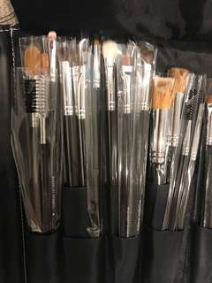 26 make up brushes