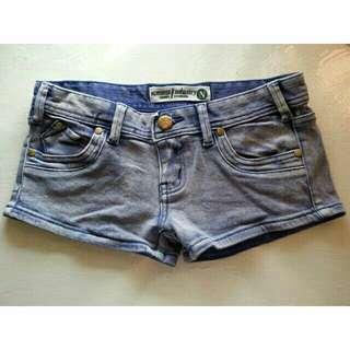 🚚 二手翹臀型牛仔短褲修長美腿夜店熱褲合身藍M