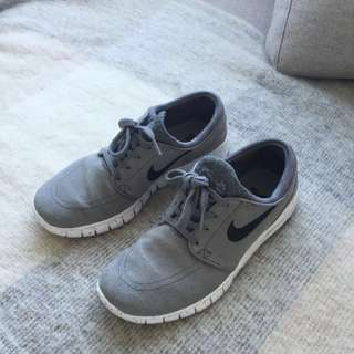 REDUCED Suede Nike SB's
