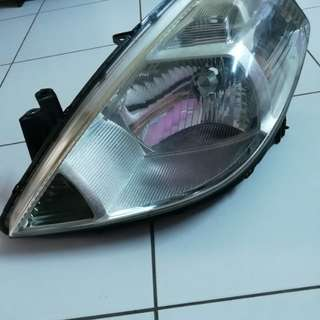 Nissan Latio head lamp