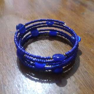 Royal blue beads bangle bracelet with cat's eye stone