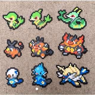 Hama beads design Anime pokemon Starters | Snivy | Servine | Serperior | Tepig | Pignite | Emboar | Oshawott | Dewott | Samurott | Pokemon Perler