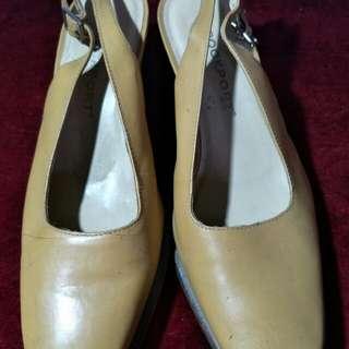 Pre-loved Light brown sandals