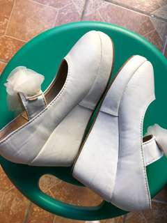 Meet my Feet white shoes (best fit 5 yrs old)