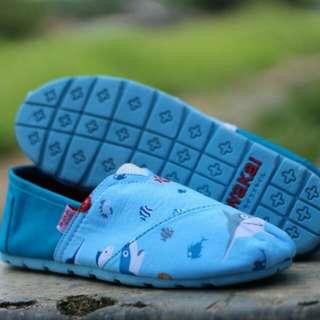 Sepatu wakai motif ikan