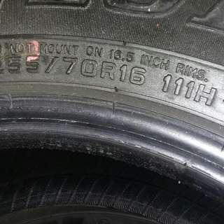 255 70 16 DUNLOP AT20 tires