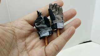 1/6 scale dragon hand plus hot toys fabric glove