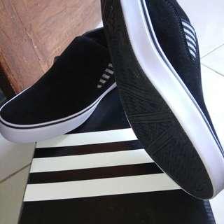 Slip on Adidas - Adidas grade ori - sale stock - sepatu cowok Adidas murah