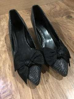Sepatu Pita Amante