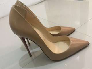 BNIB Christian Louboutin So Kate Nude Patent leather size 37,5 with dustbag and box