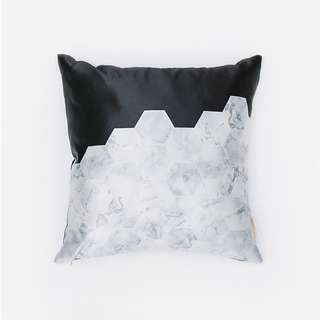 BW Hex Cushion - Bantal Sofa - 40 x 40